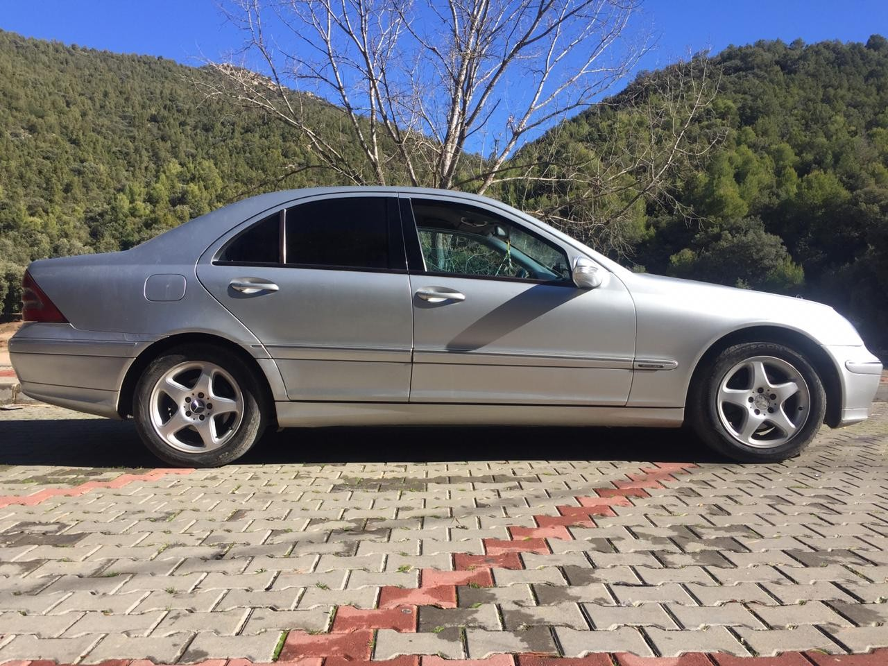 voiture-mercedes-c220-model-2003