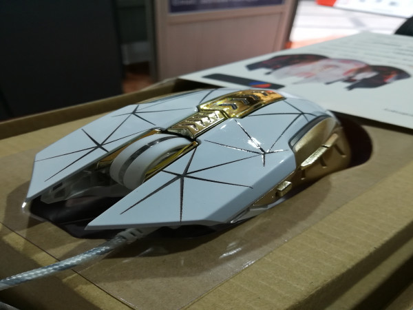 Souris R8 Gold (THE GAME MOUSE)